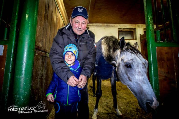 František Holčák má ve stáji pěknou sestavu koní pro obě disciplíny. Zvláště silná je skupina starších koní do rovin