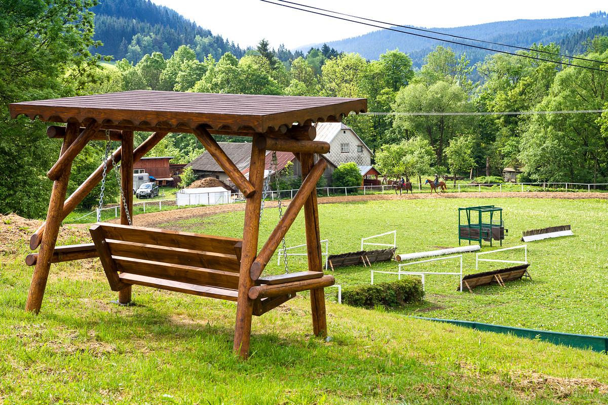 Valencio Holčák - vyhlídková lavice pro majitele a návštěvy